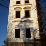 102_4197 věž s omítkou, bez oken jaro 2007