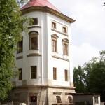 102_5647 věž z boku jaro 2007