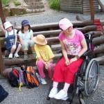6-několik dětí bylo na vozíku, přesto se jim u Zámečku líbilo