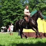 8-kobylka Jitana s jezdkyní Olgou Drábkovou předvádí drezuru f.Z.Ledlová