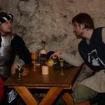 15-šermíři u stolu f.L.Cach