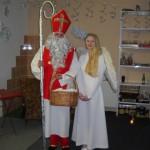12-Mikuláš s andělem a sladkou odměnou