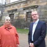 3- kastelánka  s panem hejtmanem u věže